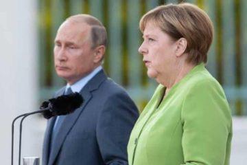 """ميركل تدعو لتجنب """"الكارثة"""" في سوريا"""