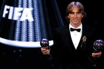 """""""لاجئ الحرب"""" ينهي عشرية رونالدو وميسي FIFA"""