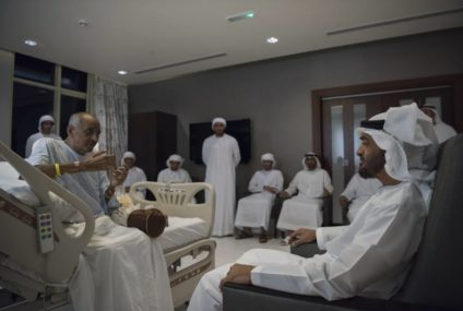محمد بن زايد يطمئن على صحة سهيل الظاهري