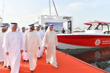 محمد بن راشد يزور معرض دبي العالمي للقوارب