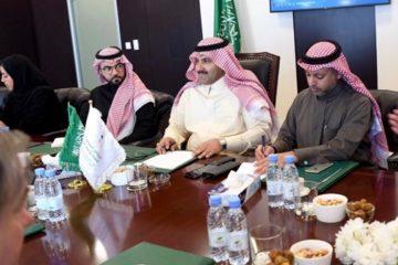 آل جابر يلتقي باحثين ومهتمين عربا وأجانب