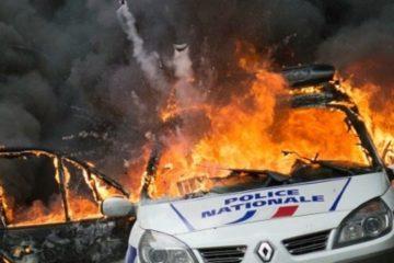 إحراق سيارات للشرطة خلال تظاهرات باريس