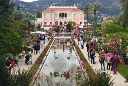 يحتفل هذا العام مهرجان الورود والنبات بعيد ميلاده العاشر في Villa Ephrussi 10. لقاء ربيعي لعشاق الورود والنباتات. إنها أيضًا فرصة لاكتشاف أو إعادة اكتشاف قصر عصر النهضة هذا في St Jean Cap-Ferrat. أصول هذه العطلة