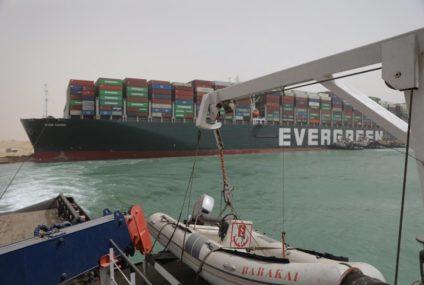 تكدس الشاحنات في قناة السويس يضر بإمدادات قطاع الصناعة الألماني